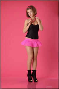http://img216.imagevenue.com/loc137/th_254465286_tduid300163_sandrinya_model_pinkmini_teenmodeling_tv_013_122_137lo.jpg