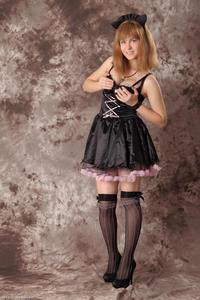 http://img216.imagevenue.com/loc173/th_232461421_Silver_Sandrinya_maid_3_021_122_173lo.jpg