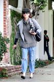 th_14791_Celebutopia-Kate_Walsh_with_ripped_jeans_in_Hollywood-22_122_246lo.JPG